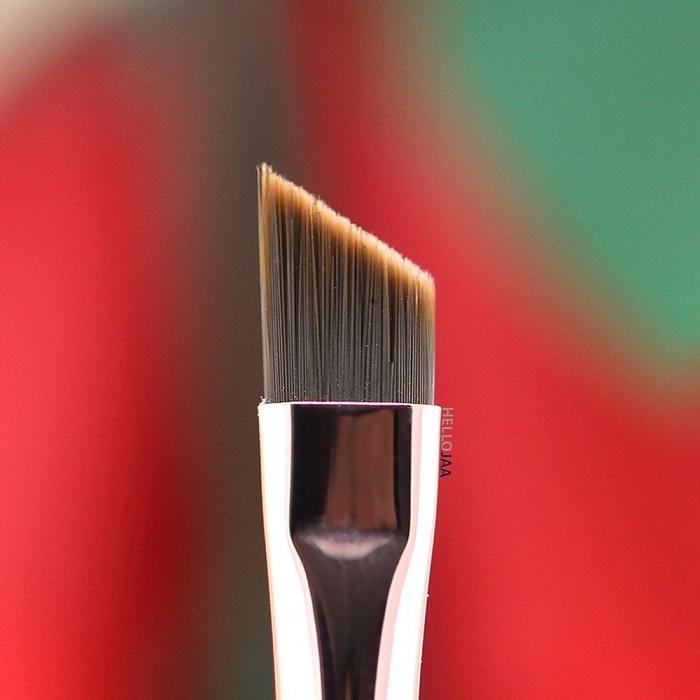 Скошенная кисть для макияжа бровей или покраски