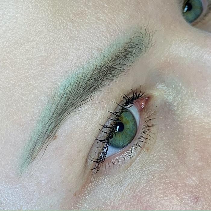 Зеленые брови